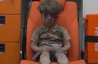 叙利亚男孩空袭中逃生